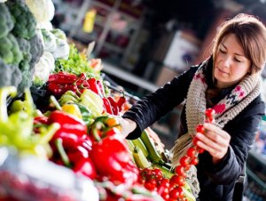 Smart shopping tips to add more fruits and veggies to your diet