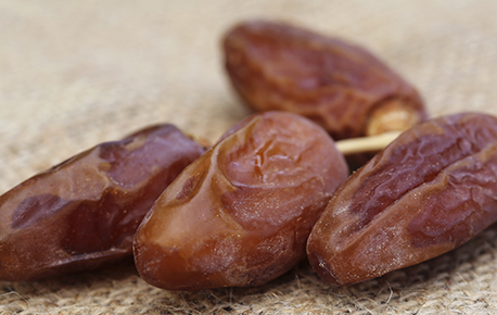 There are many varieties of dates, but the two most common are Deglet Noor and Medjool.
