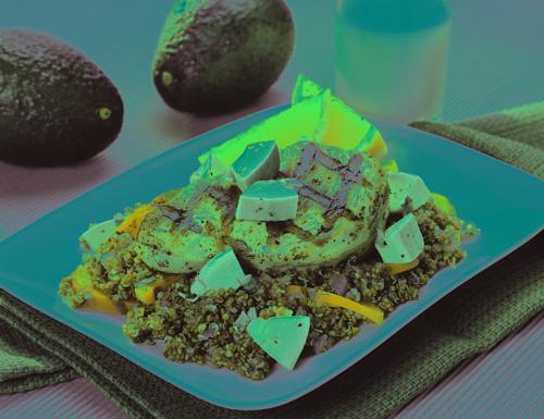 Quinoa pilaf au poulet grillé et avocat