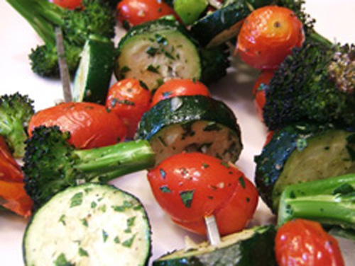 Grilled broccoli and tomato skewers