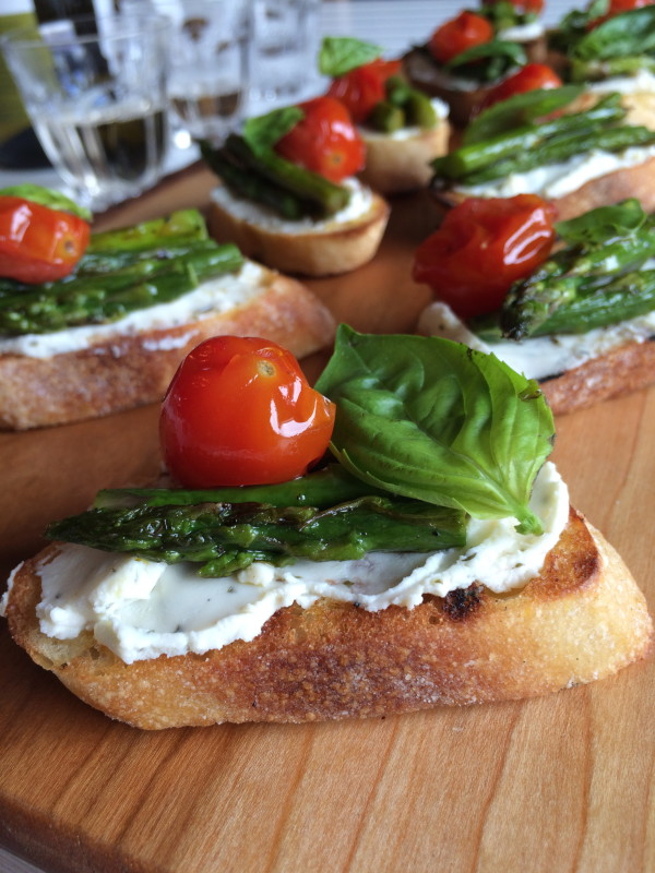 Asparagus and tomato crostini