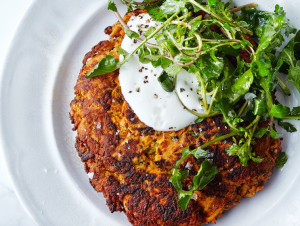 carrot-pancakes-with-salted-yogurt-940x560